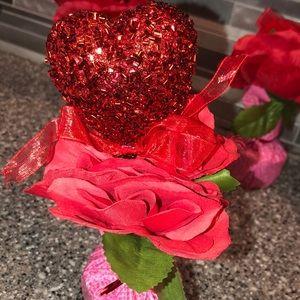 🛍 NWOT Valentine's Day Heart Flower Centerpieces